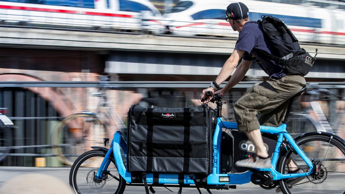 Stab-proof bicycle panniers / Source: FKT