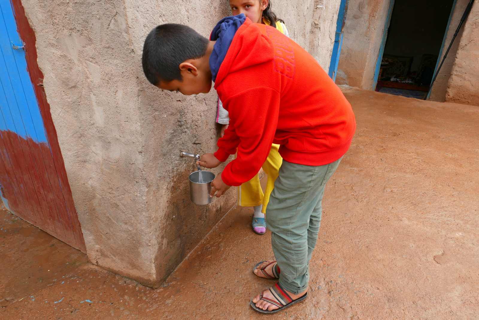 Drinking water from fog: children like Hisham Hamou Ali (red jumper) are the ones to benefit from the water harvested from the floating clouds.