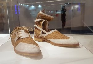 Shoes instead of champagne stoppers: with comfortable shoes of cork like these the textile and clothing industry aims to travel a sustainable path