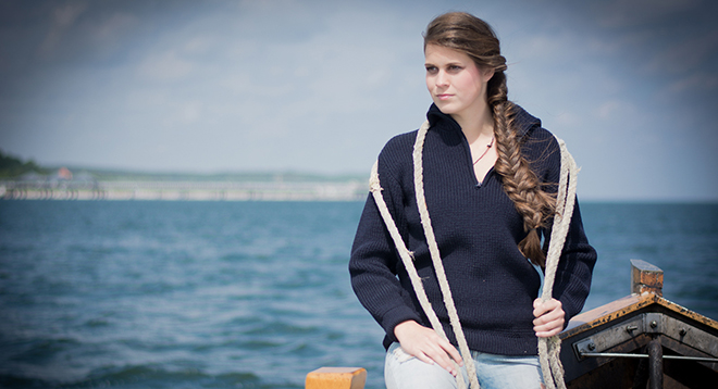 Scratches for longer than other pullovers: the quality and durability of the knitwear from Apolda are much appreciated even today, as sailors' sweaters, among other things. / Source: Strickchic