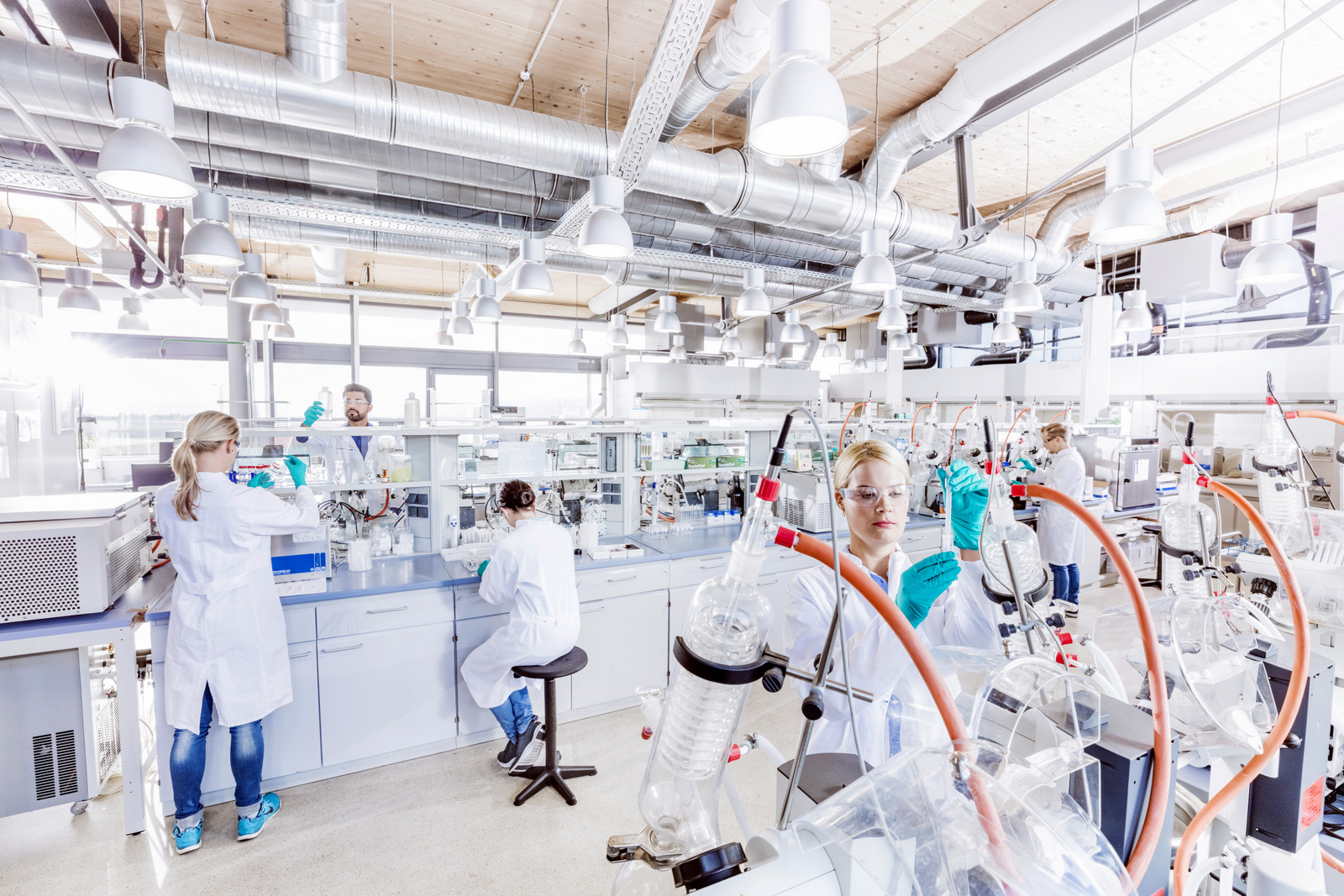 Protective textile research: at Hohenstein researchers are working on methods and processes for testing the protective effect of textiles / Source: Hohenstein